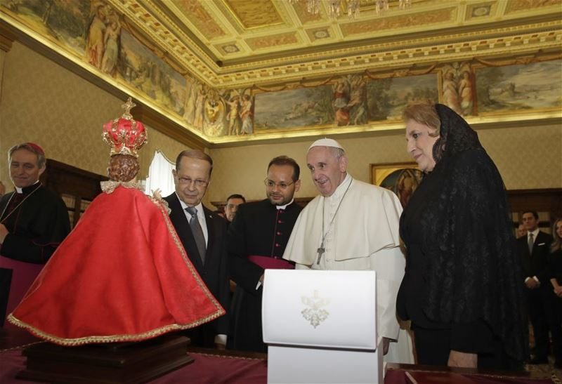 Pope Francis exchanges gifts with President Michel Aoun, at the Vatican. (Alessandra Tarantino / AP) via pow.photos