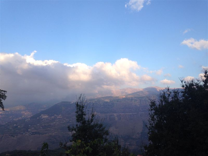 Smokey Jezzine mountains ☁️💙  afternoon  mountains  cloudyday  smokey ... (Jezzîne, Al Janub, Lebanon)