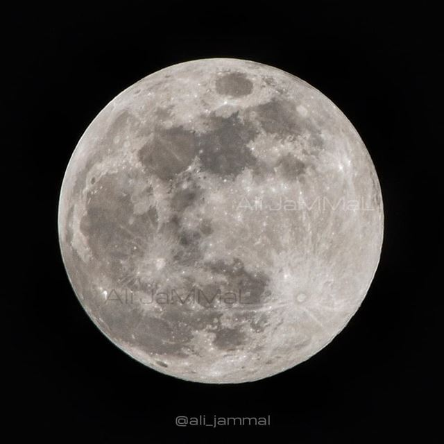 Tonight's full moon! (Hold your phone ~40cm from your eyes for the perfect... (Lebanon)