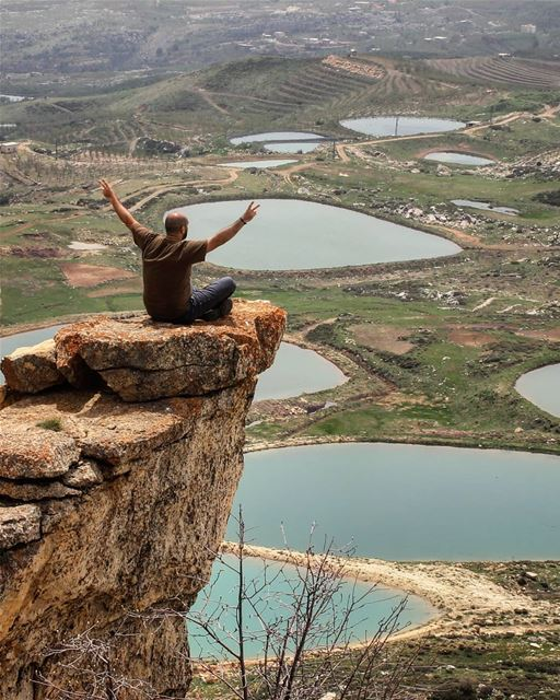 Heights of greatness 🤙.. climbing  hiking  lake  cliff  nature  canon ... (Jord el Aaqoûra)