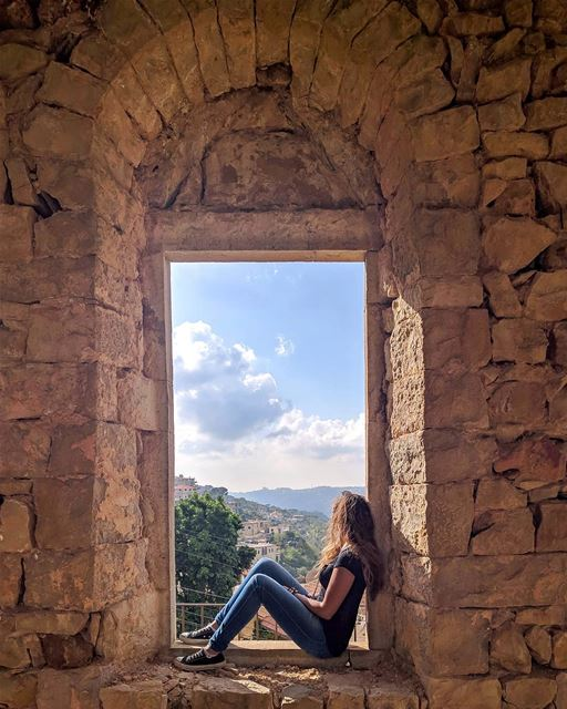 Don't miss the open windows trying to bang down locked doors 🍃 ... (Salima, Mont-Liban, Lebanon)