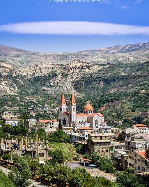 The beautiful village of Bcharre!  livelovebcharre Good evening everyone... (Bcharré, Liban-Nord, Lebanon)