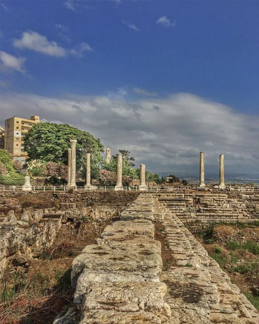 Stepping stones, future unknown, past in ruins, heavens on the horizon,... (Tyre, Lebanon)