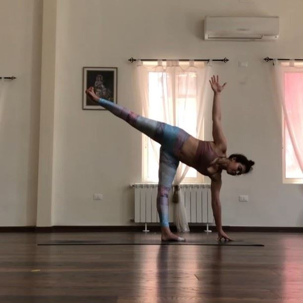 This is a 3min balancing flow that I often incorporate in my practice. It... (Sarvam Yoga)