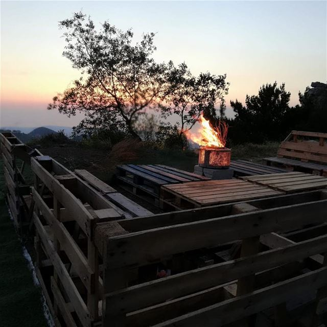 sunset  ehdenadventures  ehden  camping  campsite  fire  firecamp  travel... (Ehden Adventures)
