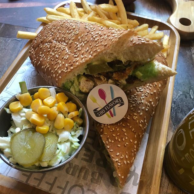 Green chicken sandwich is perfect for mondays 😍💁‍♀️😋  sa7se7  bnachii .... (Sa7Se7)