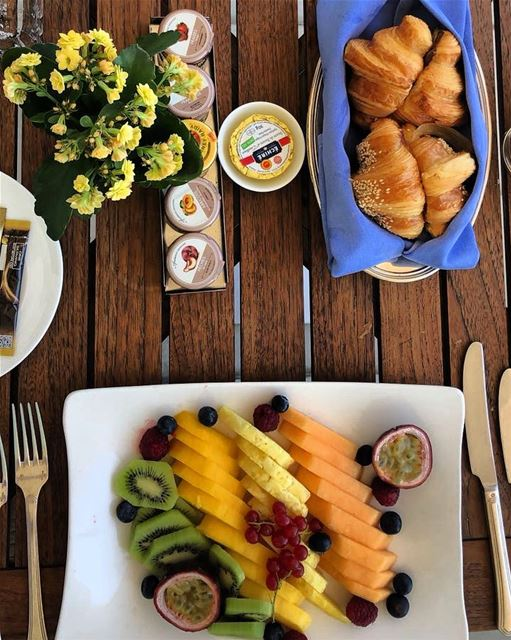 Mornings like this! 🍋🍇🍓🍉 foodlove  morning  Saturdays  dessert  yummy ... (Four Seasons Hotel Beirut)