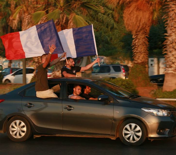 This is Lebanon...Although they are few, Lebanese supporters for France... (Manara Beyrouth)