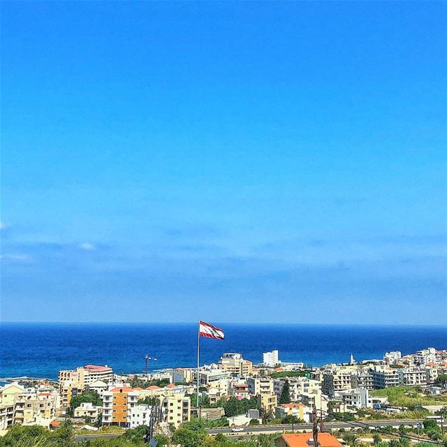 رفرف رفرف علم بلادي...♥️ lebanon   country   batroun  seaside  horizon ... (Batroûn)