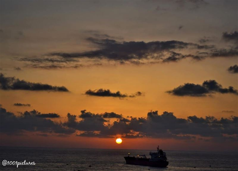 Could'nt resist not to capture the sunset...... sunset  travel ... (Lebanon)