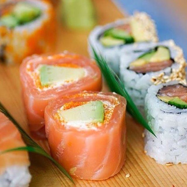 Sushi as Dinner well be perfect for tonight with your colleagues!!! (Mon Maki A Moi)