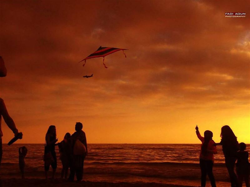 photo  fadiaoun @faaoun  sunset  beach  sea  seascape  airplane  kite ...